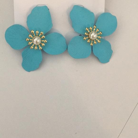 Badgley Mischka Jewelry - Badgley Mischka Blue Flower Earrings w Pearl Gold